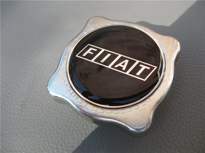 Picture of expansion tank cap with Fiat logo
