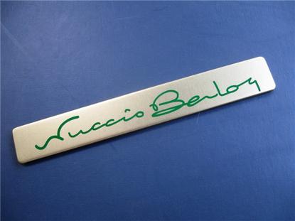 Afbeeldingen van badge dashboard met BERTONE handtekening