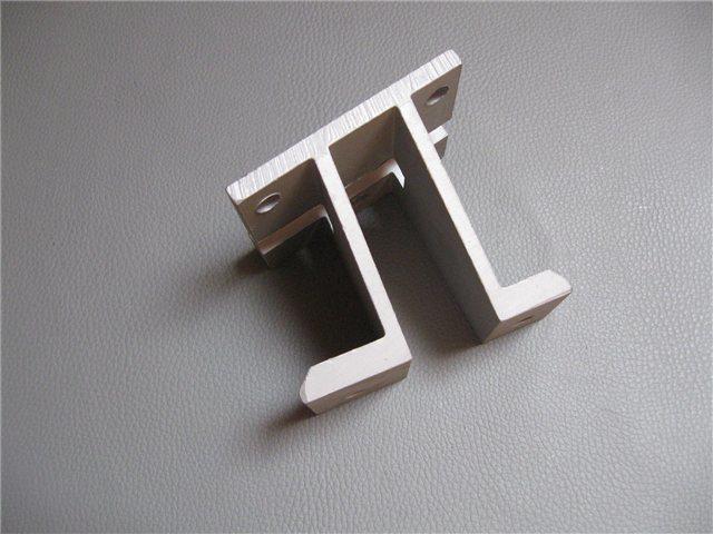 Afbeeldingen van bumpersteun aluminium 1500, voorzijde, links