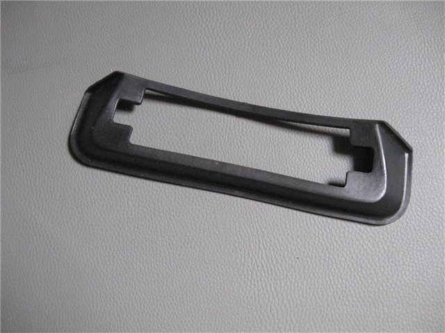 Afbeeldingen van rubber t.b.v. frame kentekenverlichting in achterbumper 1500