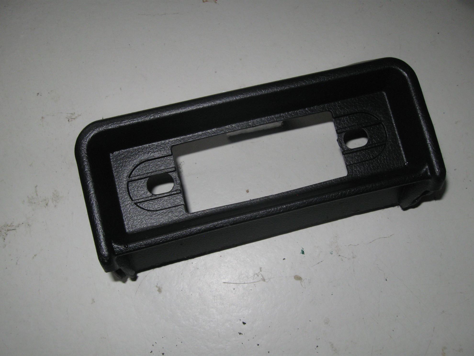 Afbeeldingen van radioconsole 1300 op dashboard, zwart