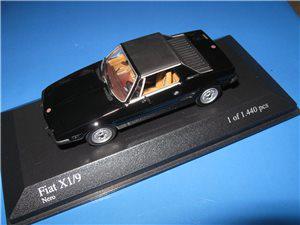 Afbeeldingen van MiniChamps 1:43 model, zwart
