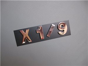 Afbeeldingen van X 1/9 embleem, magneetletters