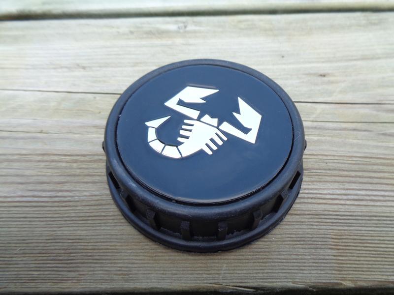 Afbeeldingen van tankvuldop met ABARTH embleem, zwart